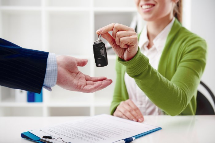 Car rental agent handing over keys