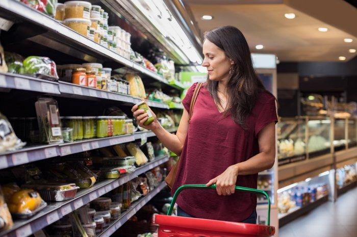 Woman grocery shopping after receiving an EBT deposit