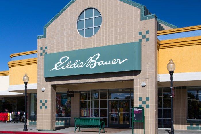 Eddie Bauer storefront in a shopping plaza