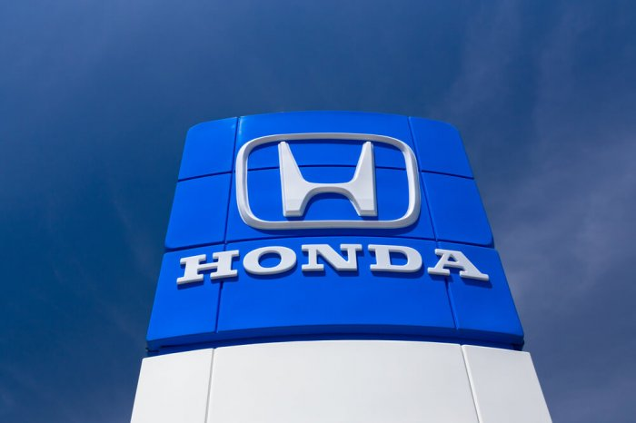 Honda sign outside of a dealership