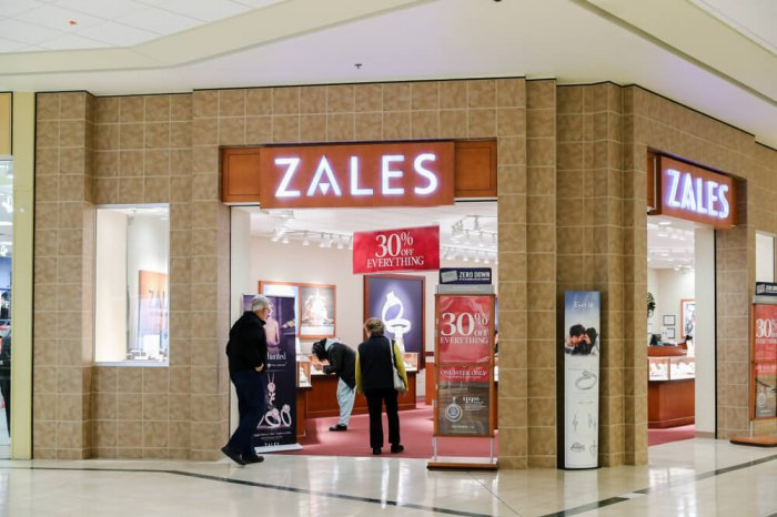 Zales storefront in a mall